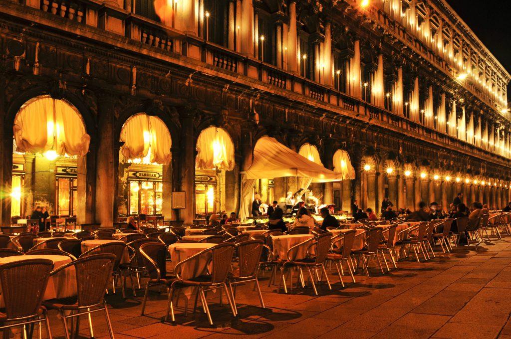 Венеция. Кофейня на площади