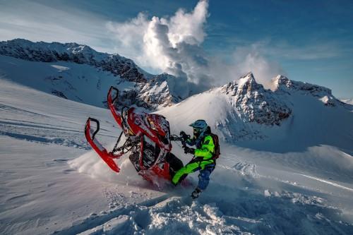Россия. Снегоходы в горах
