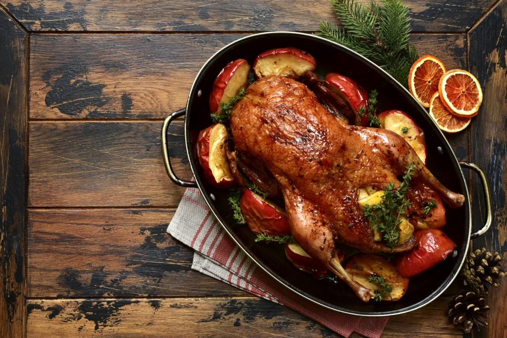 Новогоднее блюдо — запеченный гусь_foto