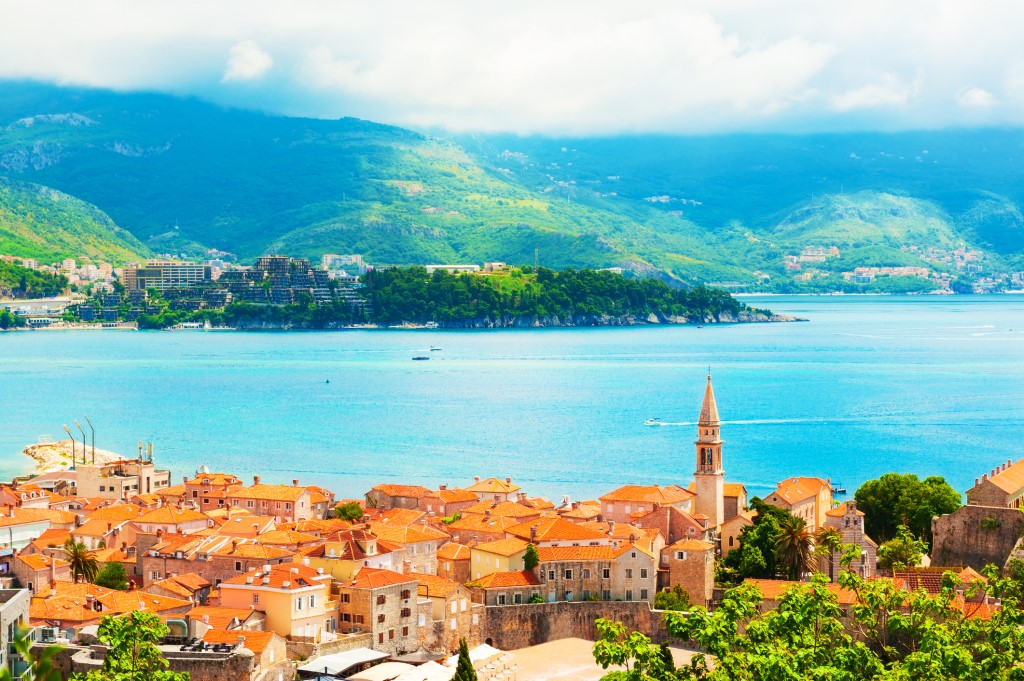 Черногория открыта для отдыха