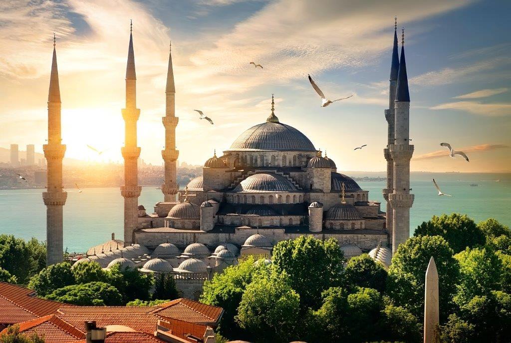 Путешествуйте в Стамбул и Анталью с «Уральскими авиалиниями»