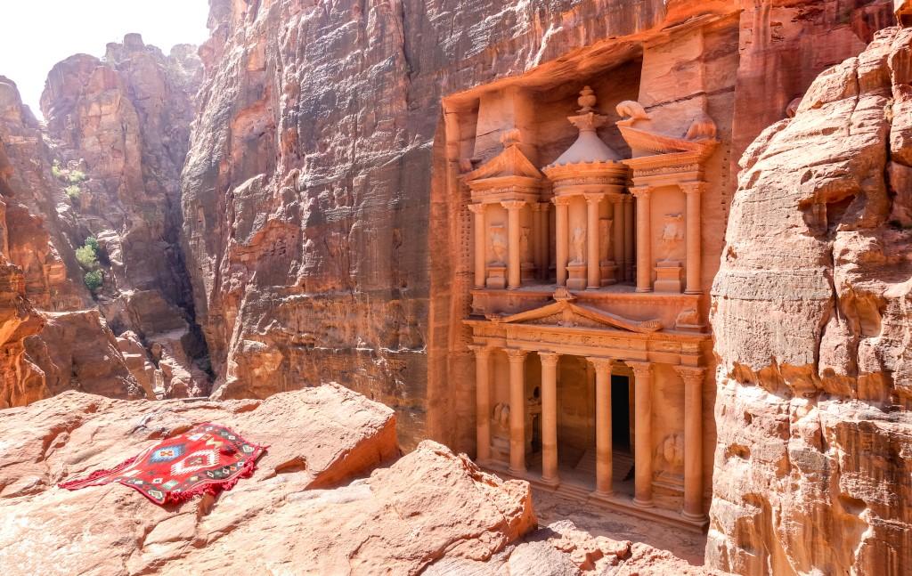 Петра. Сокровище пустыни